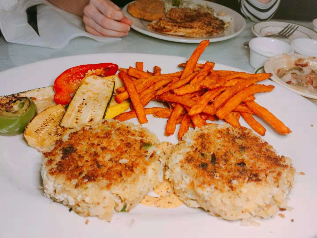 Crab Cakes by Eagles Landing